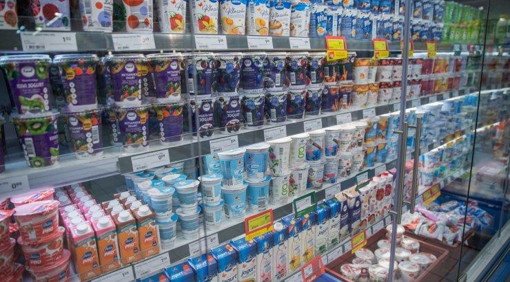 """""""Rimi"""" не планирует помещать местные молочные продукты на отдельную полку, """"Maxima"""" готова рассмотреть такую возможность"""