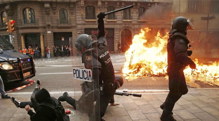 FOTOD | Katalaanide viiendat päeva vältav mäss sulges koolid, lasteaiad ja turistide meelispaigad
