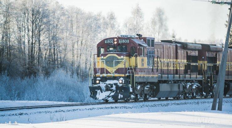 Väike-Maarja vallas sõitis auto kaubarongile ette, rongiliiklus Tallinna ja Tartu vahel on häiritud