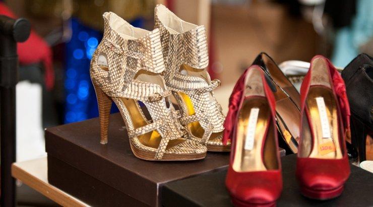 Eesti üks suurim jalatsikaupluste omanikfirma vaevleb maksuvõlas