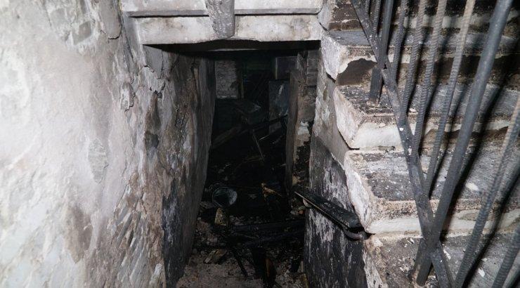 FOTOD | Kundas hukkus kortermaja keldrist alguse saanud tulekahjus inimene, seitse inimest sai vigastada