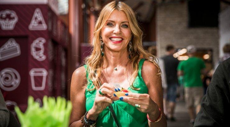 KUUM KAADER | 57aastane Anu Saagim näitab suurepärast rannakeha