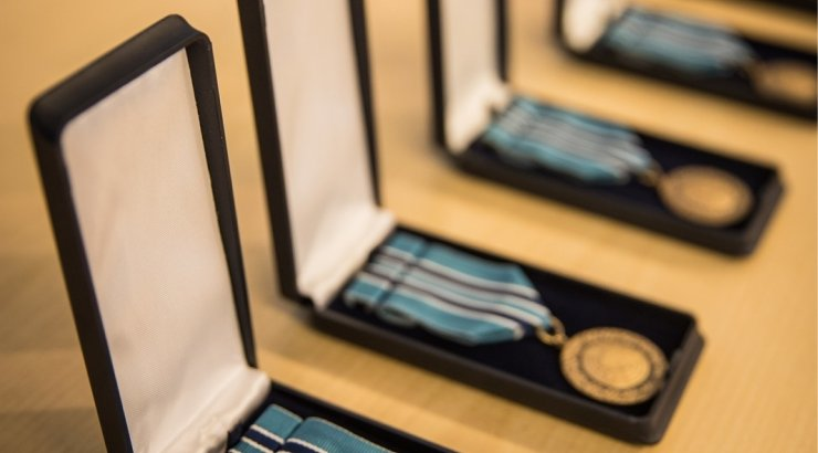 FOTOD   Eestis teenivate NATO üksuste ülem sai missioonimedali