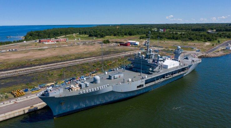FOTOD | Muuga sadamas sildub USA sõjalaev, mis relvastatud raketitõrjesüsteemiga