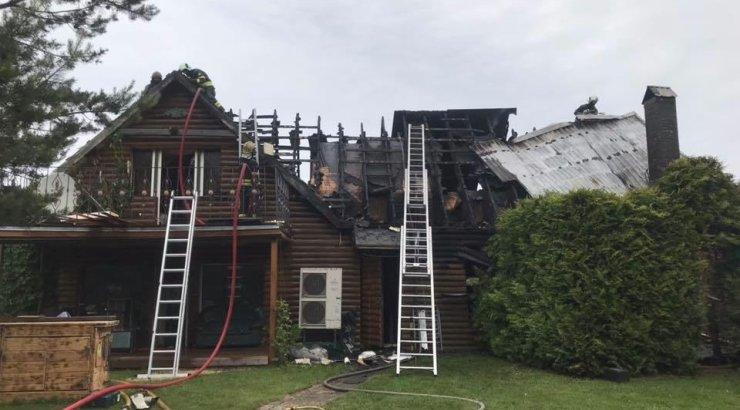 FOTOD | Tulekahju neelas Tallinna lähistel Sauel ja Suurupil mitu kaunist kodu