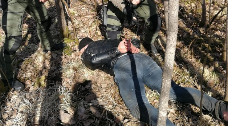 Viljandimaal tabati tunde kestnud politseioperatsiooni järel sarisissemurdmistes kahtlustatavad mehed