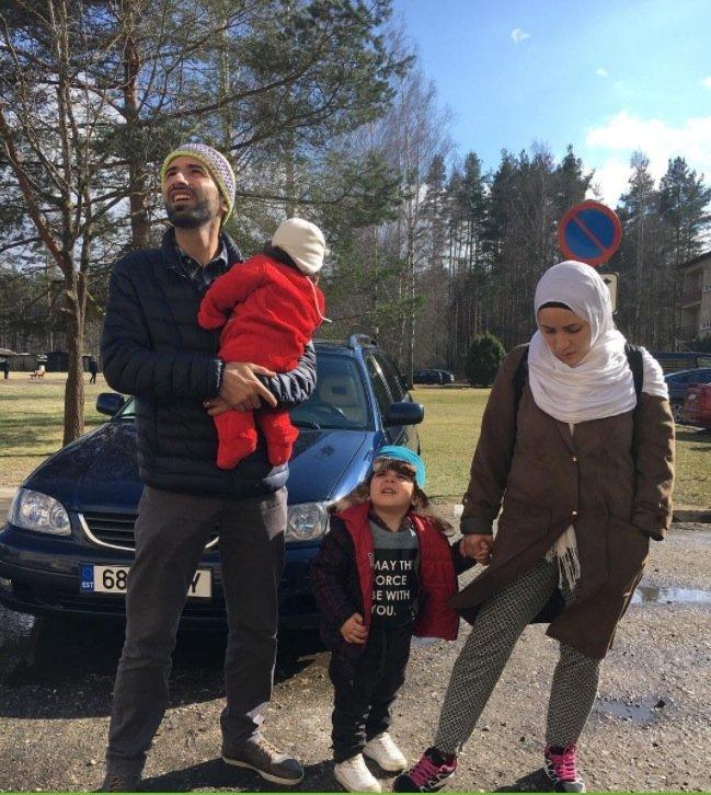 """<span>Põlvasse paigutatud süürlane: elu Eestis on nagu sundabielu</span><span class=""""right"""">Foto: Time</span>"""
