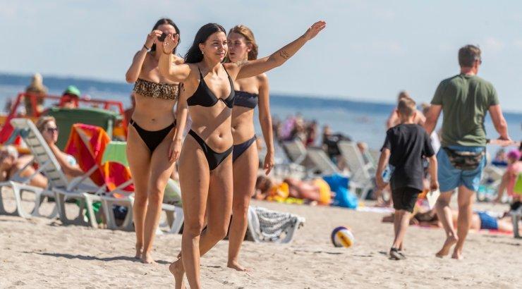 FOTOD | Kuumad rannalõvid ja lõvitarid! Ideaalne rannailm tõi Pärnu plaaži rahvast täis