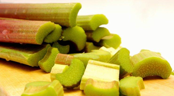 Rabarberikooki on juba küllalt söödud? Siis kasuta rabarberivarsi hoopis grill-liha marineerimiseks!