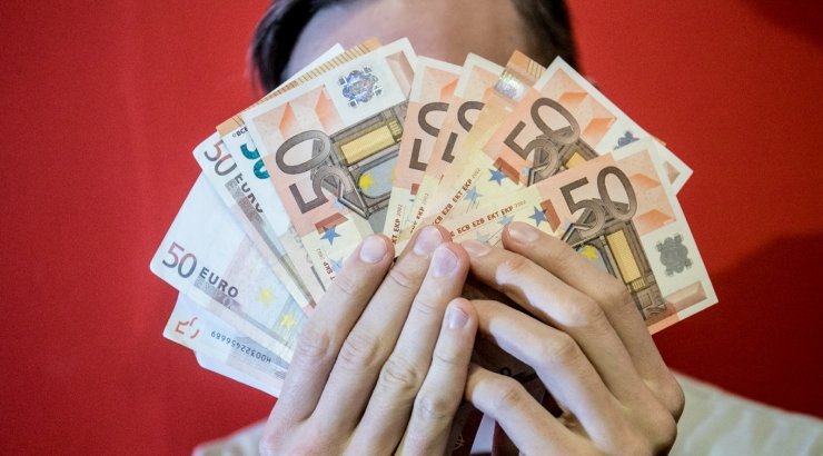 Латвийцы за год существенно набрали ипотечных кредитов