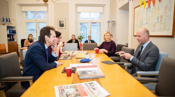 FOTOD | Sotsid kohtusid Järviku tegevust analüüsiva komisjoni juhiga. Mure: kas Ratas kuulutab hiljem uurimise kokkuvõtte salajaseks?