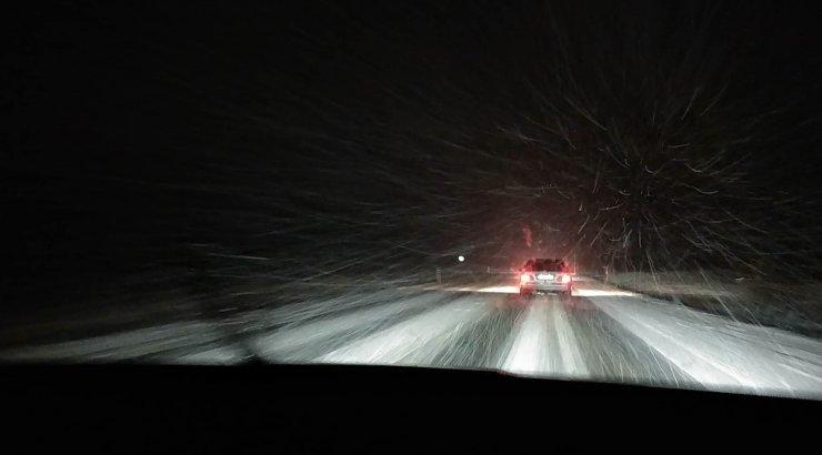 8344470f68c VIDEOD JA FOTOD | Lugeja trööstitutest teeoludest: pikk kolonn autosid  liigub Tartu suunas 30 kilomeetrit tunnis. Teed pole nähagi - DELFI