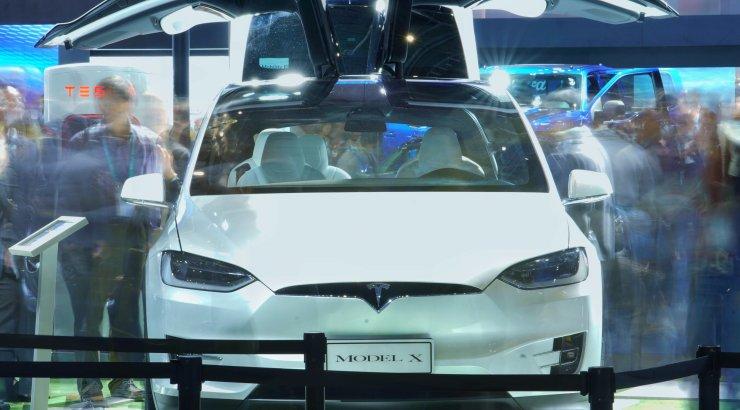 Tesla kutsub avariiohu tõttu 15 000 Model Xi tagasi