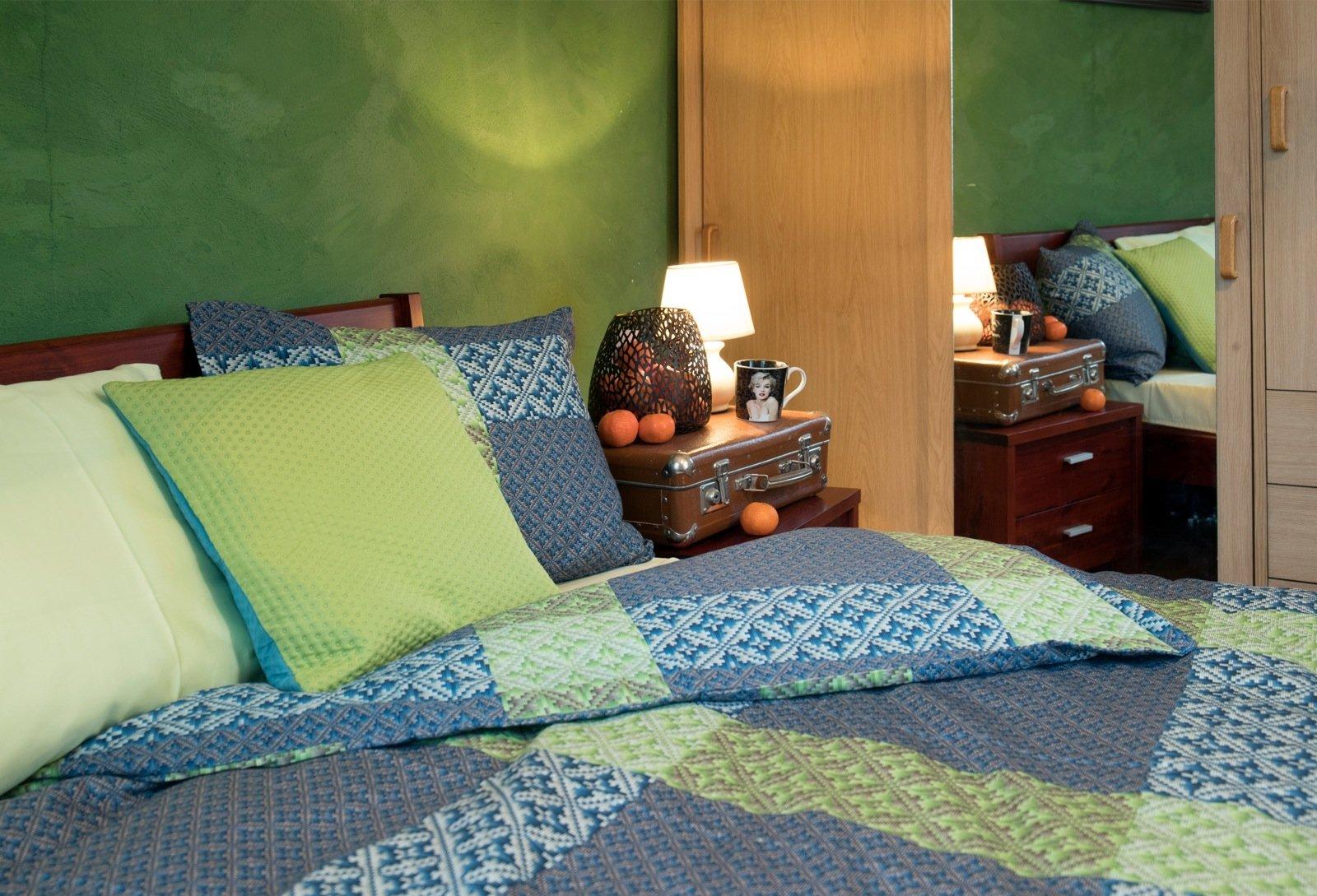 b5e2ff7aed5 Toredate mustrite ja värvikombinatsioonidega satäänist voodipesu Pai. Foto:  Karin Kaljuläte