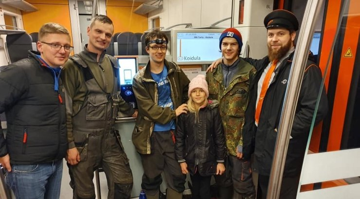 Neli vaprat meest aitasid tormivangis rongil teed jätkata