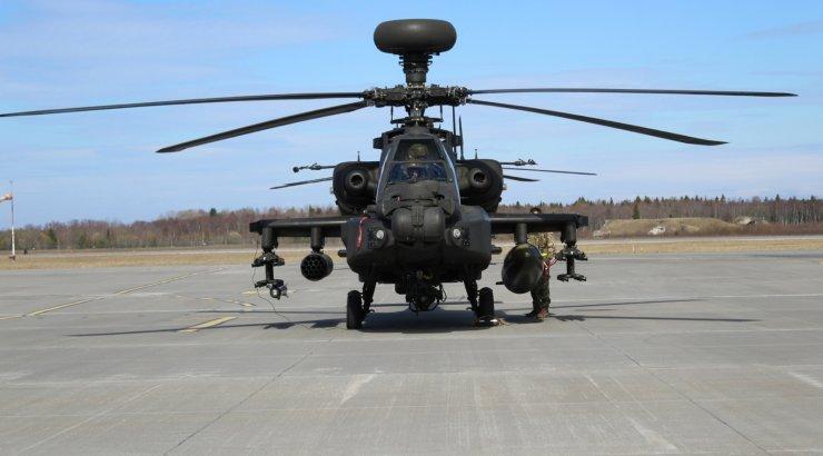 FOTOD | Eestisse saabusid Ühendkuningriigi maaväe ründekopterid Apache