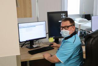Dr Ekke Nääb